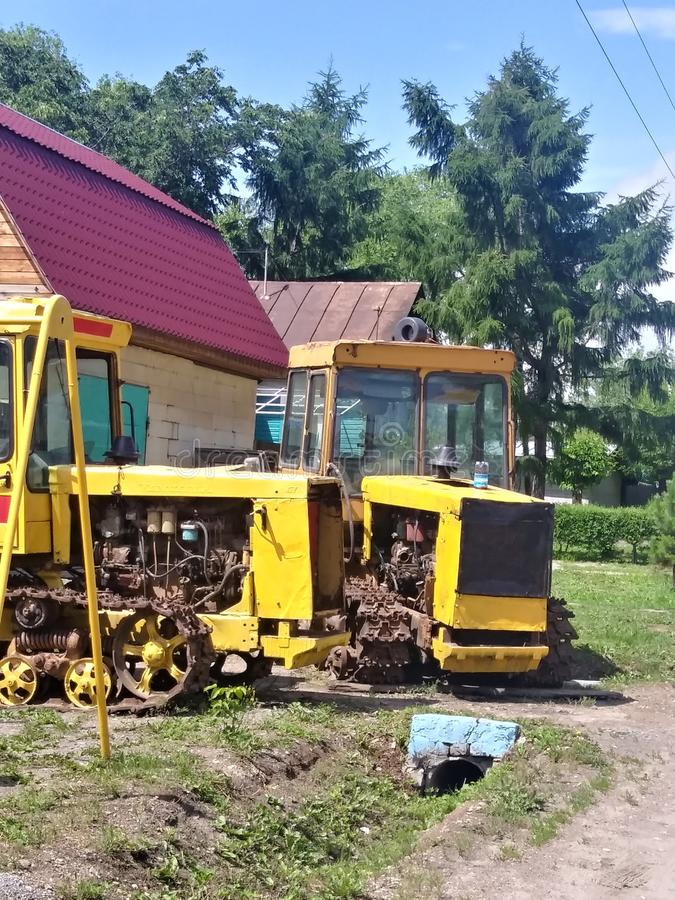 Un trattore di due amici fotografia stock