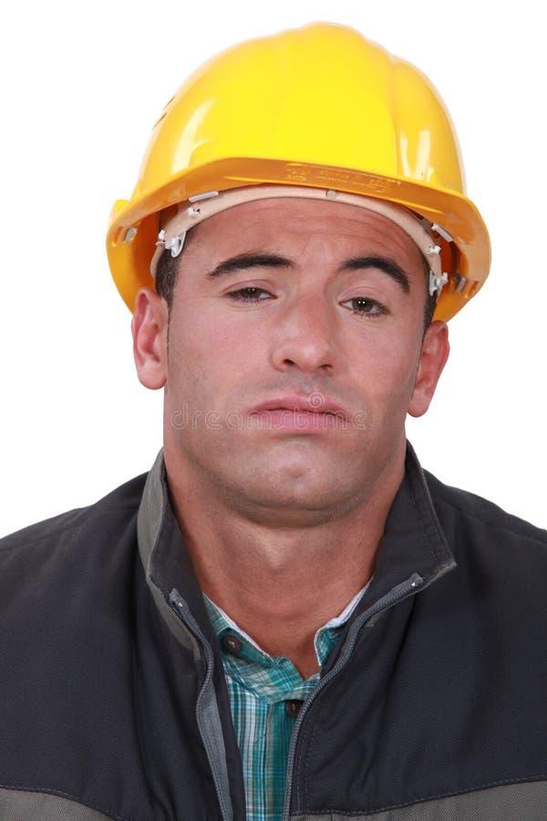 Un travailleur de la construction ennuyé. photos stock