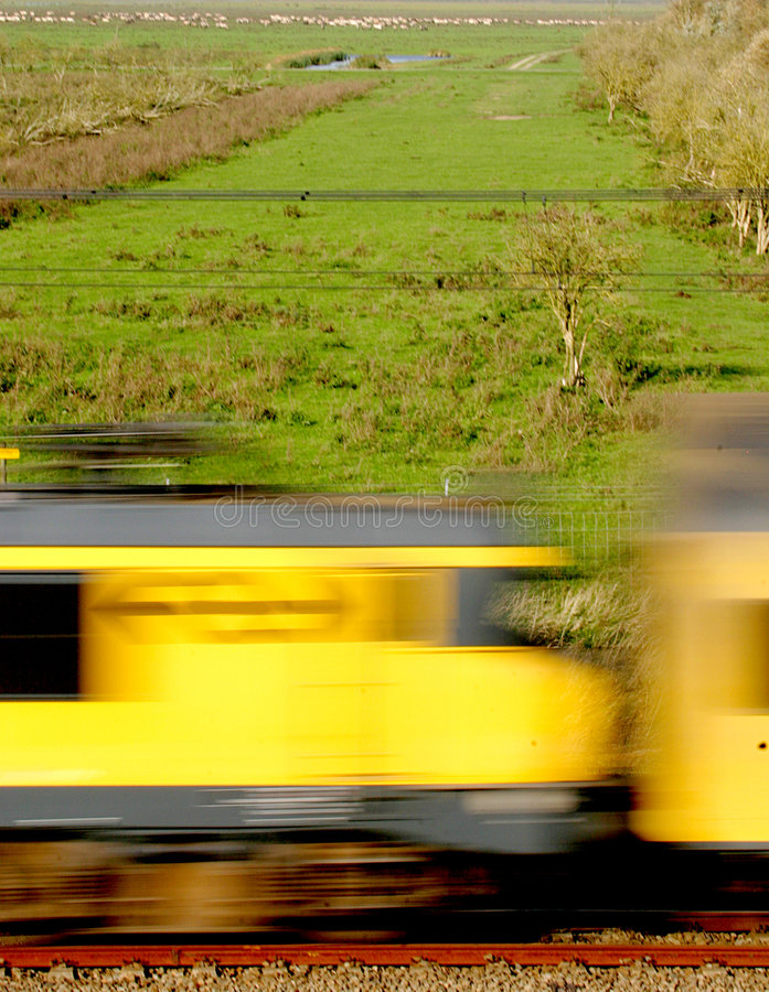 Un treno corrente immagine stock libera da diritti