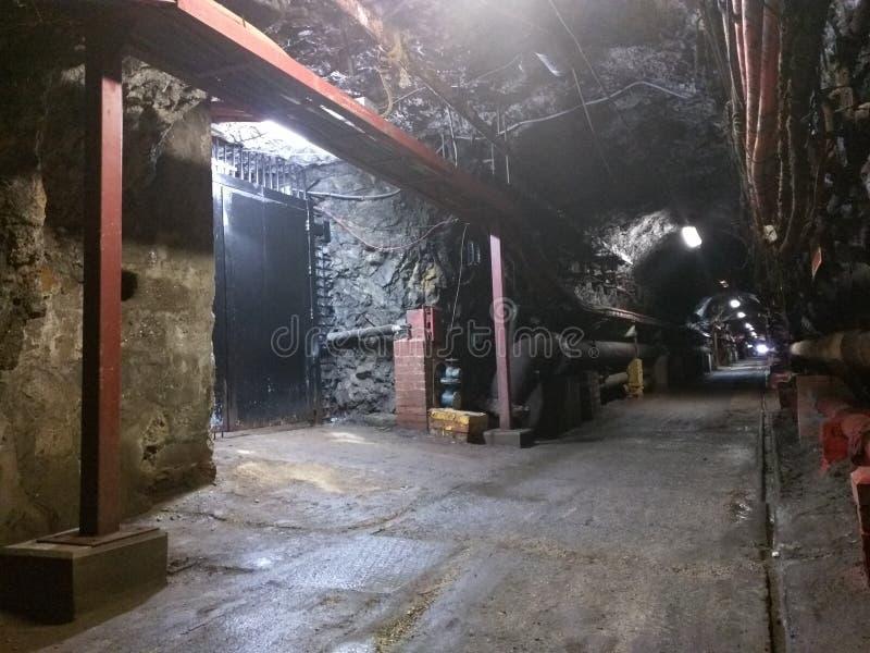 Un tunnel sotto la roccia di Gibilterra fotografia stock libera da diritti