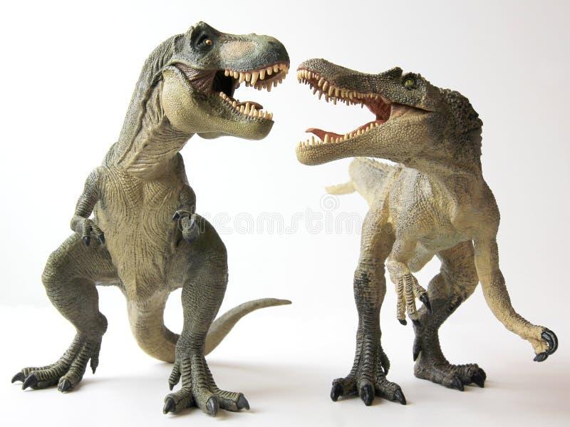 Un Tyrannosaurus Rex combatte uno Spinosaurus immagini stock