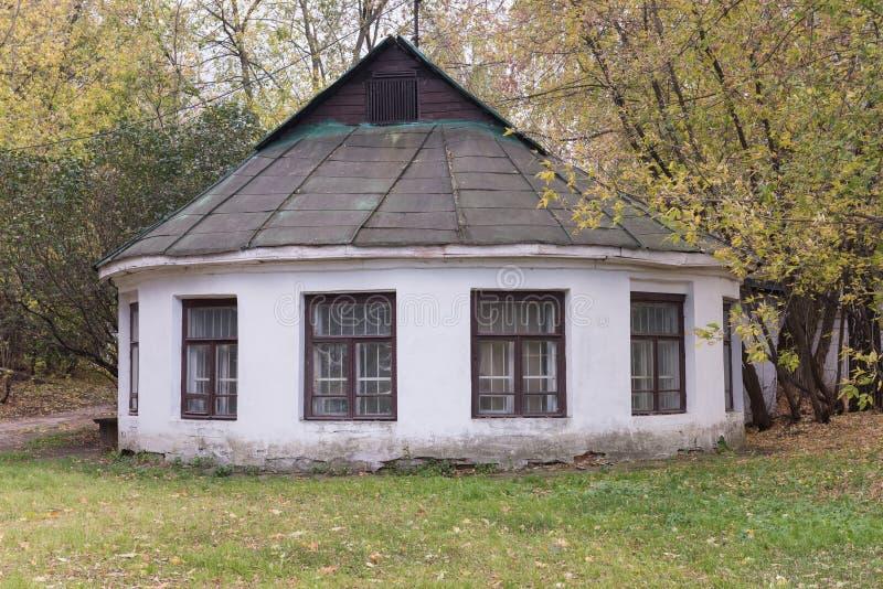Un un edificio antiguo del piso imagenes de archivo