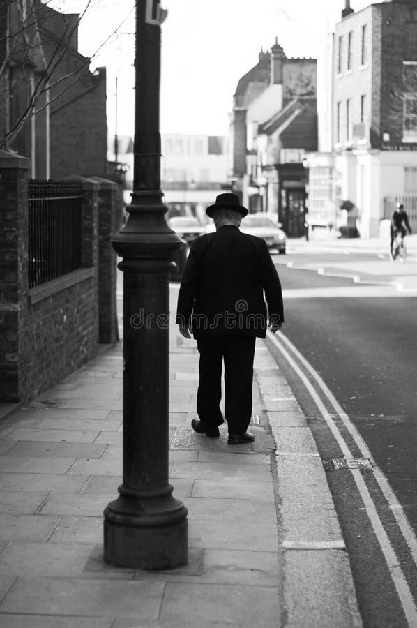 Un uomo alla via uguagliante di Camden fotografie stock