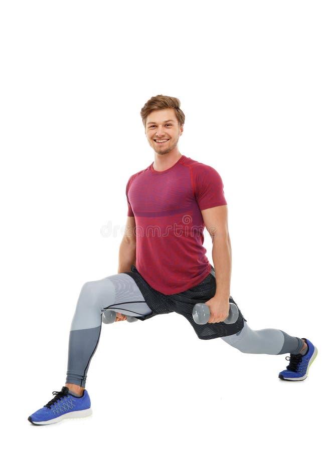 Un uomo che fa gli allenamenti delle gambe fotografie stock