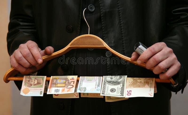 Un uomo con soldi fotografie stock
