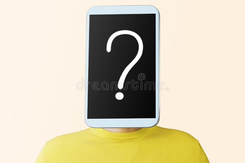 Un uomo con uno smartphone invece della testa immagini stock