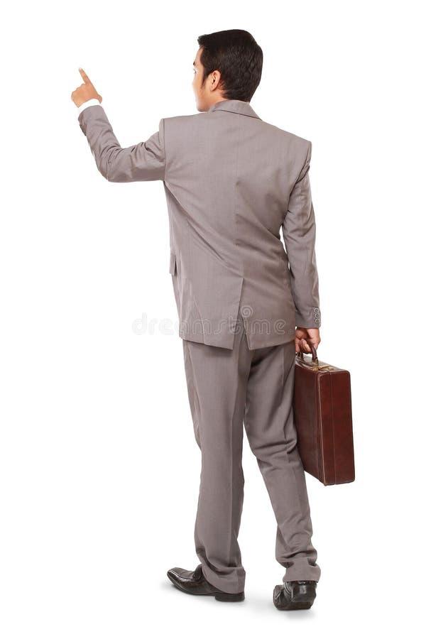 Un uomo d'affari che sta indicante e tenente una cartella immagini stock libere da diritti