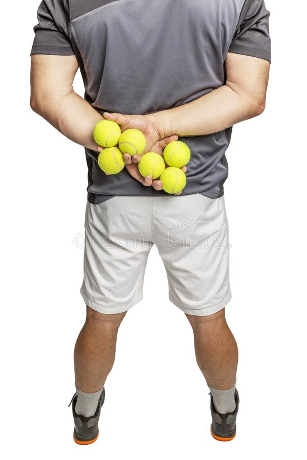 Un uomo tiene le palline da tennis in sue mani Vista posteriore Primo piano Isolato su una priorit? bassa bianca immagini stock libere da diritti