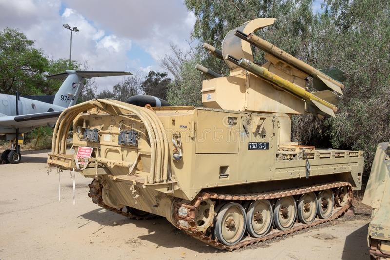 Un véhicule blindé de transport de troupes de cru montré au musée israélien de l'Armée de l'Air images libres de droits