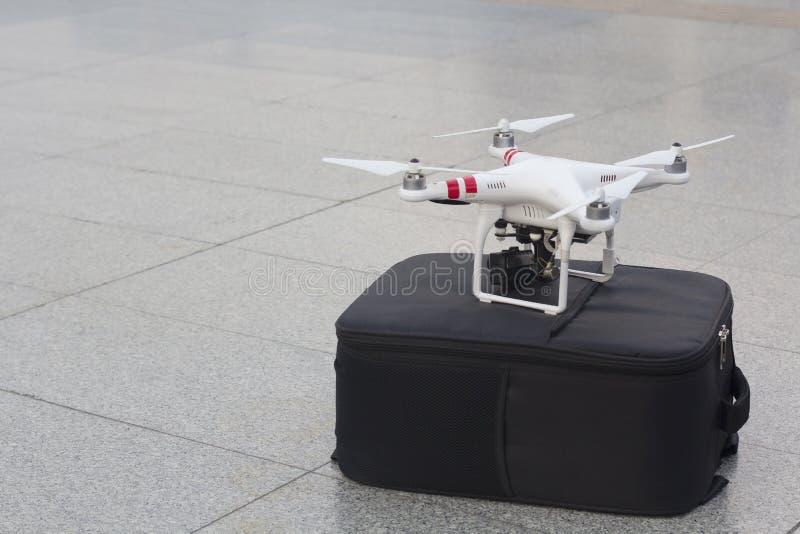 Un véhicule ou un bourdon aérien téléguidé photo stock