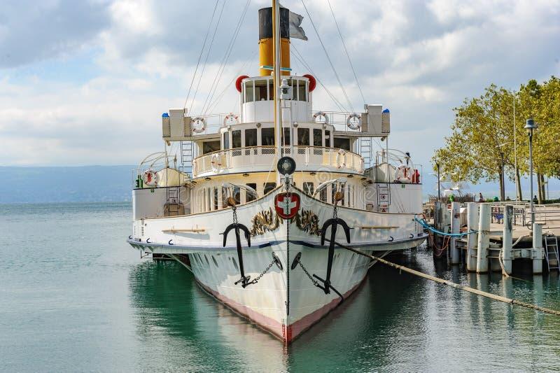 Un vapeur de palette, un bateau à vapeur reconstitué unique et moderne comme COMM. image stock