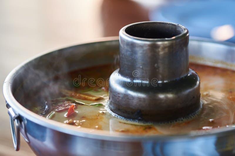 Un vaso del goong delizioso caldo di yum di gatto fotografia stock