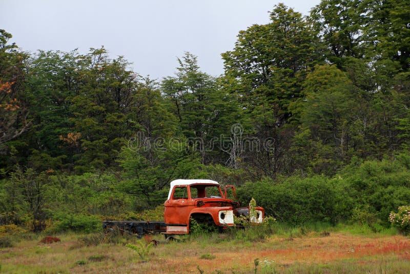 Un vecchio camion d'annata arrugginito abbandonato, Cile immagine stock