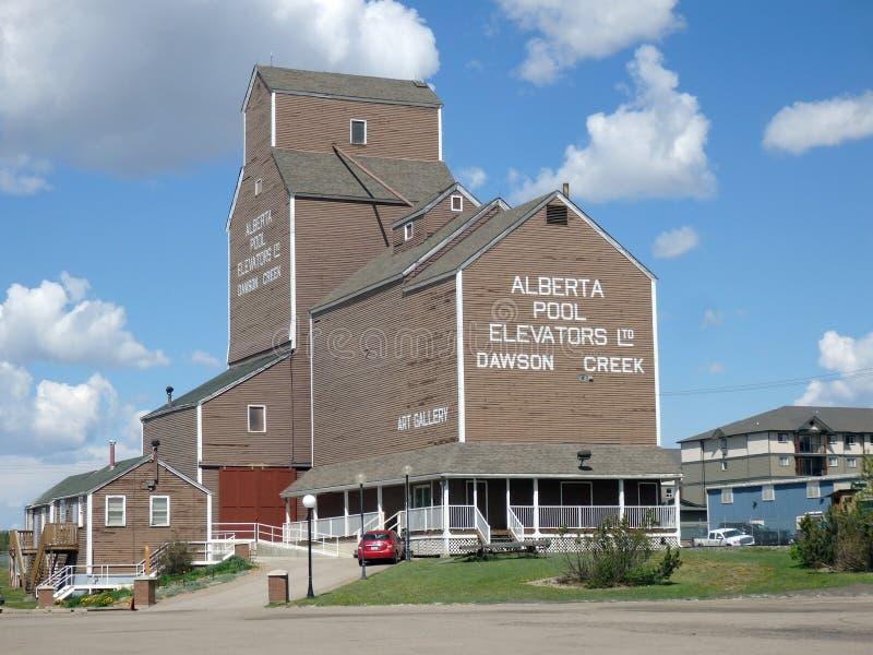 Un vecchio elevatore di grano in alberta immagine stock libera da diritti