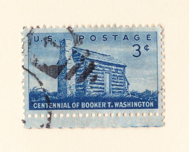 Un vecchio francobollo americano blu che celebra il centennial del booker afroamericano t Washington dell'autore nel 1956 fotografie stock libere da diritti