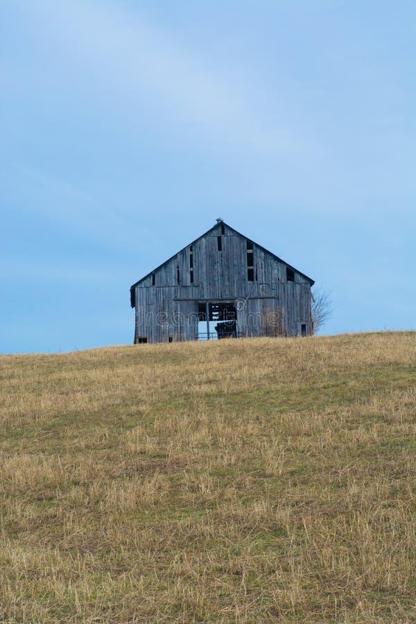 Un vecchio granaio di cavallo fuori di Lexington, Kentucky fotografia stock
