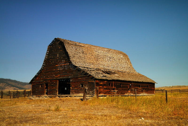 Un vecchio granaio vicino a Kalispel Montana fotografia stock