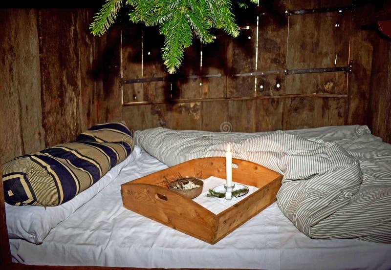 Un vecchio letto di modo in una casa di periodo di Tudor immagini stock
