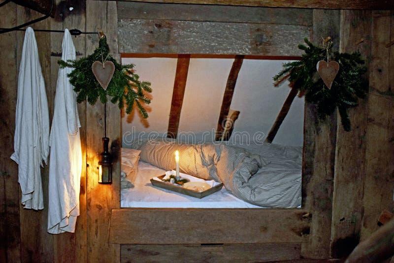 Un vecchio letto di modo in una casa di periodo di Tudor fotografia stock