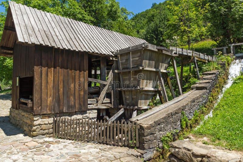 Un vecchio mulino nel villaggio Etar Etara di Ethno vicino alla città di Gabrovo, Bulgaria fotografia stock