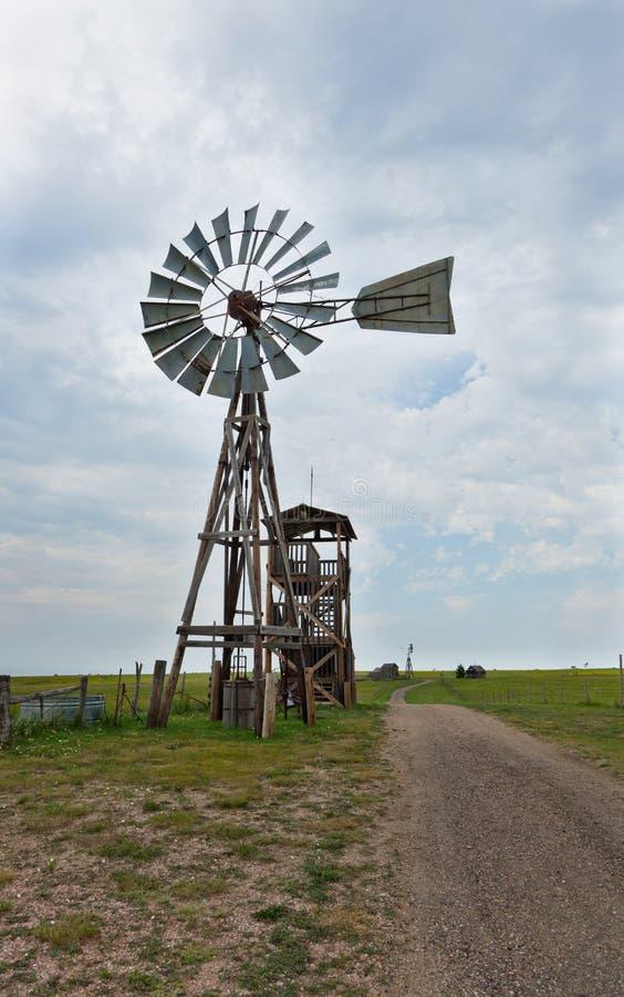 Vecchio mulino a vento occidentale immagini stock