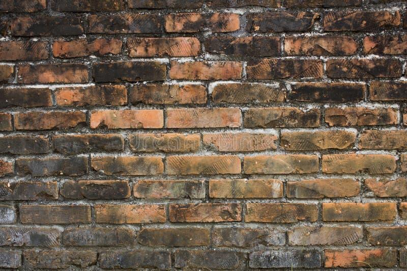 Un vecchio muro di mattoni nero bianco rosso Struttura della superficie ruvida Muro di mattoni sporco fotografia stock