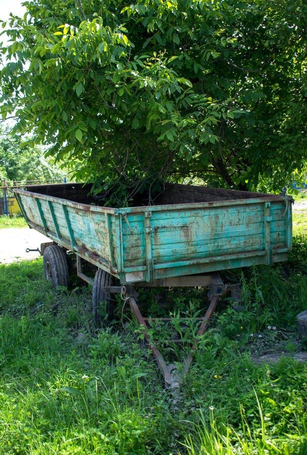 Un vecchio rimorchio agricolo immagini stock libere da diritti