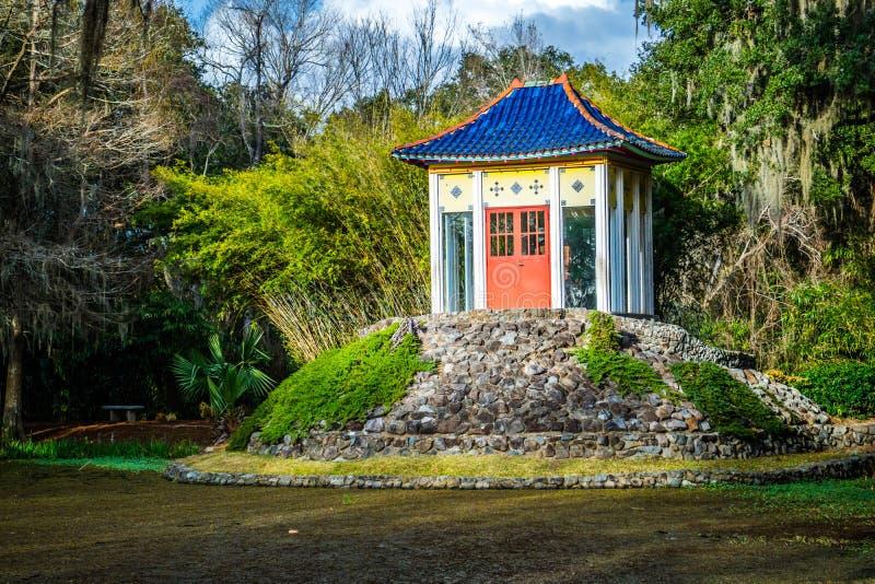 Un vecchio santuario di Buddha dentro in Avery Island, Luisiana immagini stock