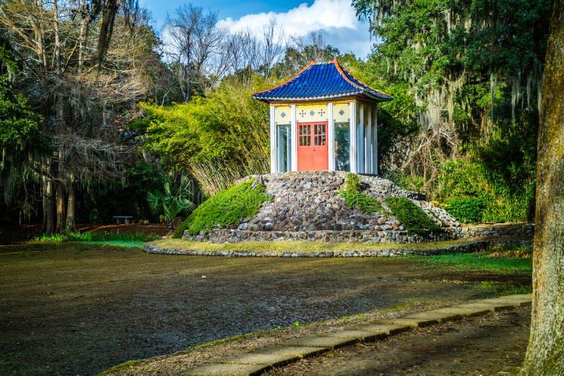 Un vecchio santuario di Buddha dentro in Avery Island, Luisiana immagini stock libere da diritti