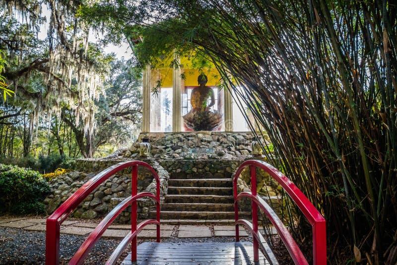 Un vecchio santuario di Buddha dentro in Avery Island, Luisiana fotografie stock