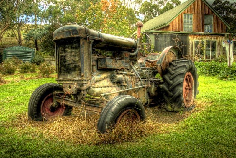 Un vecchio trattore in HDR immagini stock libere da diritti