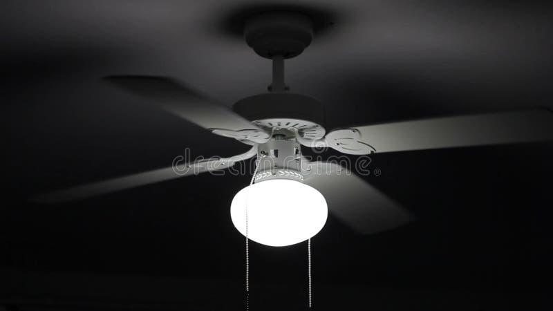 Un ventilatore da soffitto video d archivio