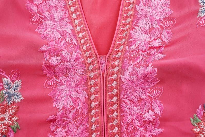 Un vestito dalla casa conosciuto come un Jellabiya indossato solitamente dalle donne arabe immagine stock