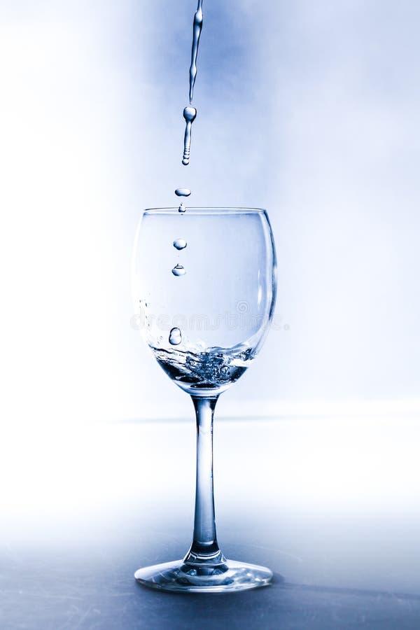 Un vetro con acqua fotografia stock