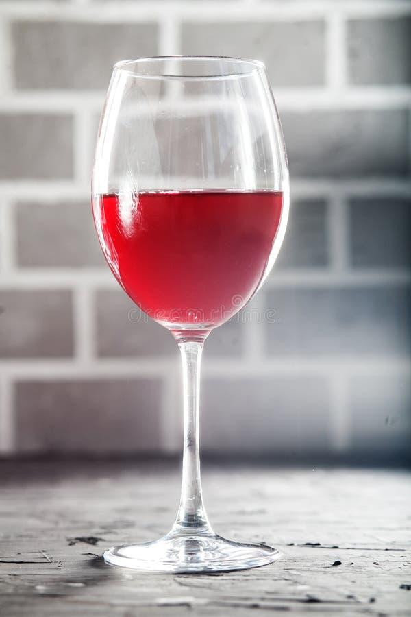 Un vetro di vino rosso delizioso fotografia stock
