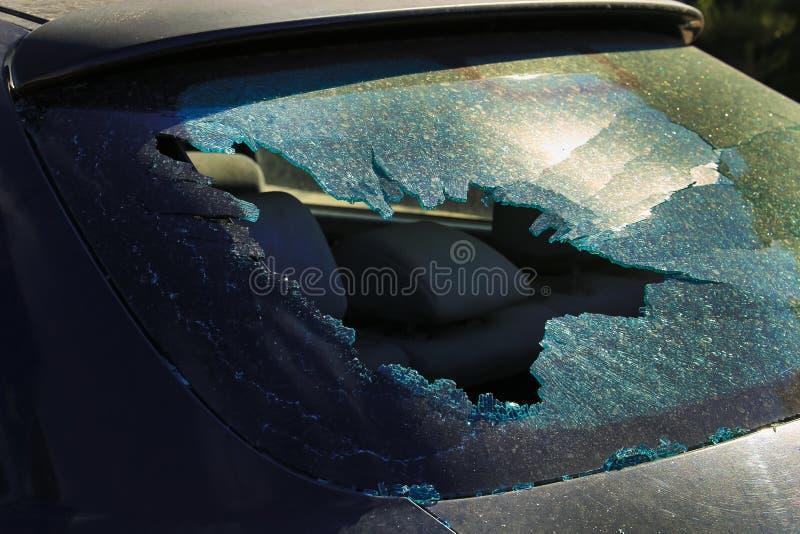 Un vetro rotto di un'automobile fotografie stock