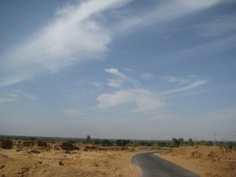 Un viaggio nelle regioni del deserto fotografia stock libera da diritti