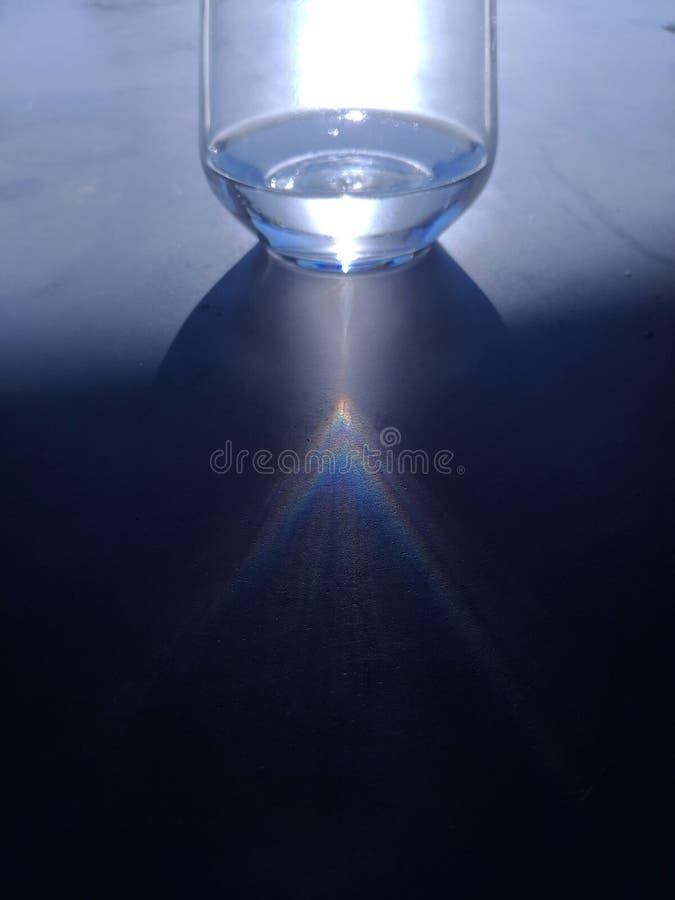 Un vidrio de luz imagenes de archivo