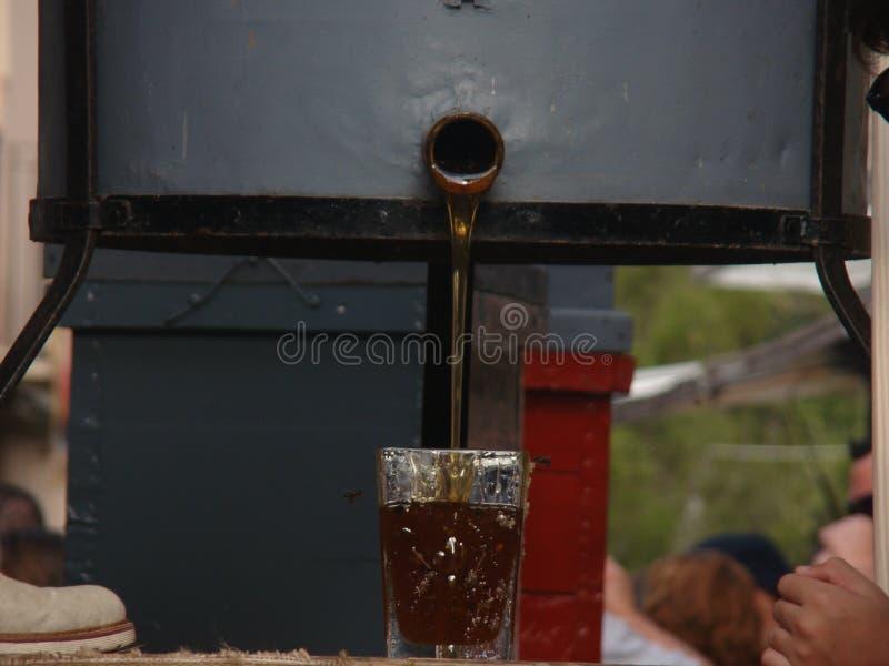Un vidrio de miel imagenes de archivo