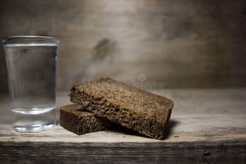 Un vidrio de vodka fotos de archivo