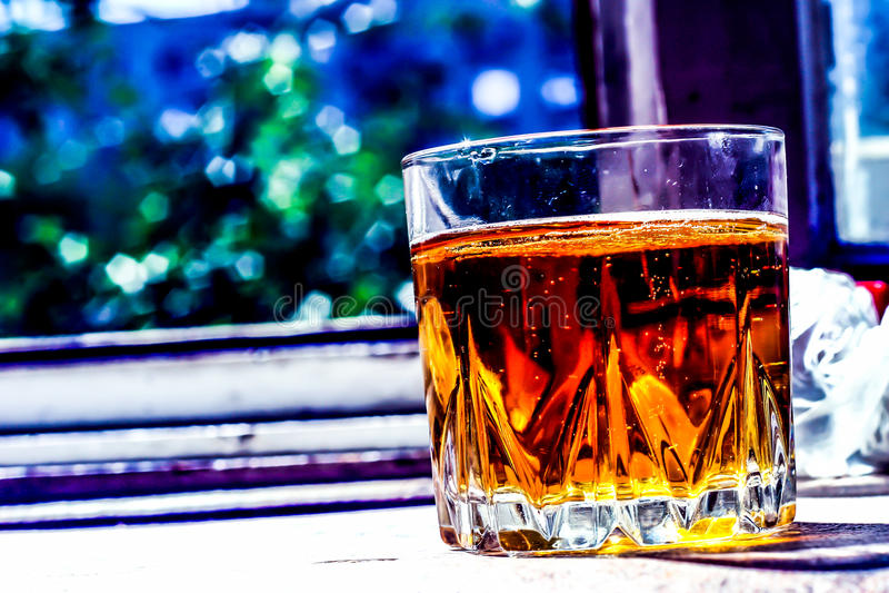 Un vidrio de whisky imagen de archivo