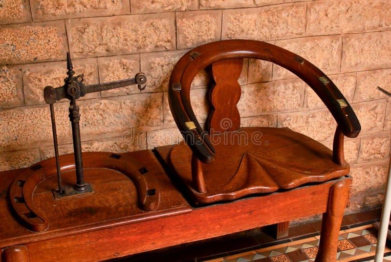 Un vieil équilibre rouillé en métal de vintage dans le palais de Bangalore image libre de droits