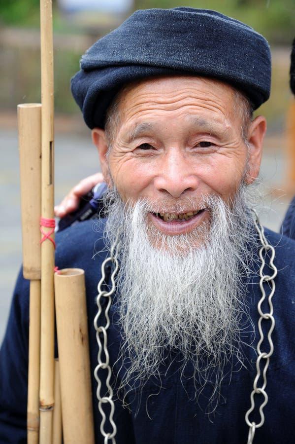 Un viejo hombre de los miaos chinos fotografía de archivo