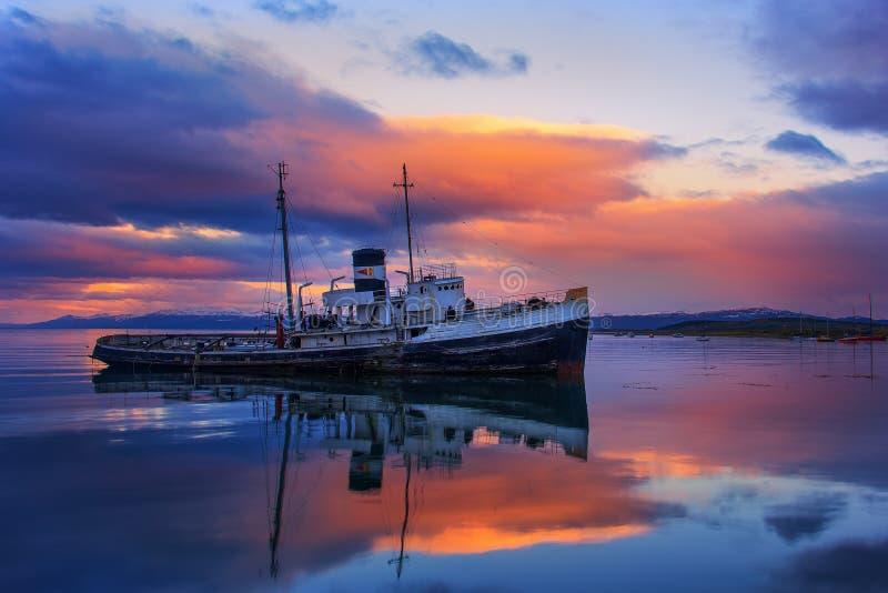 Un viejo naufragio en Ushuaia imagen de archivo