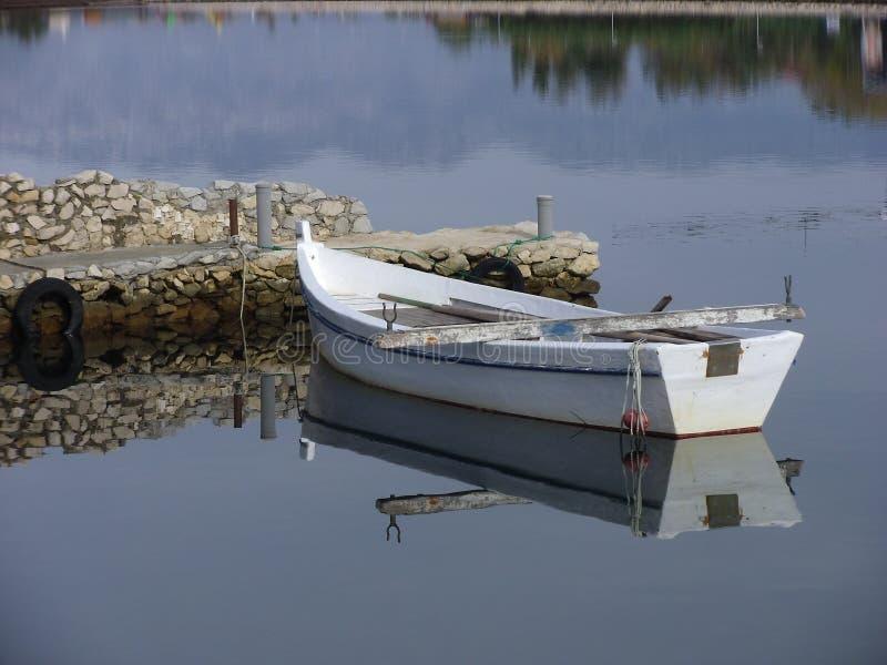 Un vieux bateau de pêche en bois, Dalmatie photographie stock