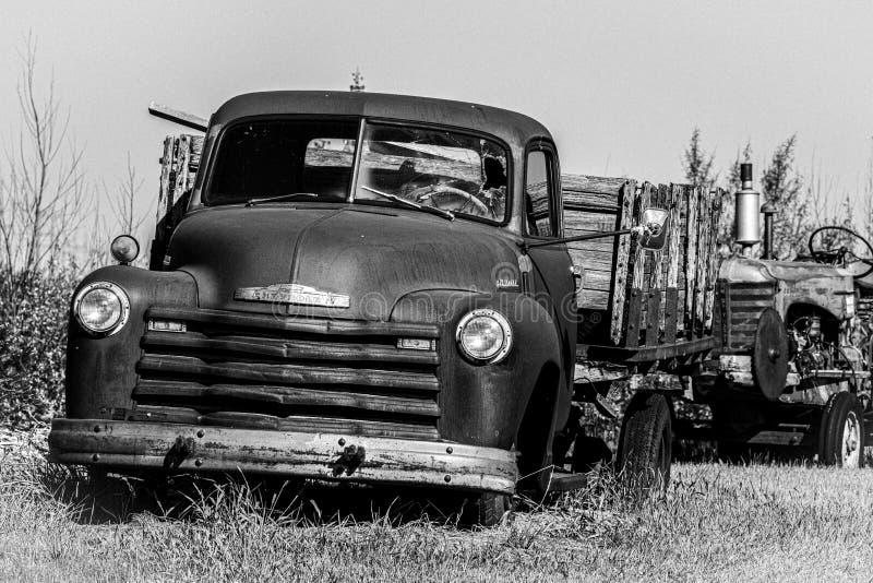 Un vieux camion rouillé photos libres de droits