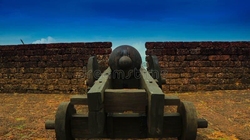 Un vieux canon dans le fort de Goa photos libres de droits
