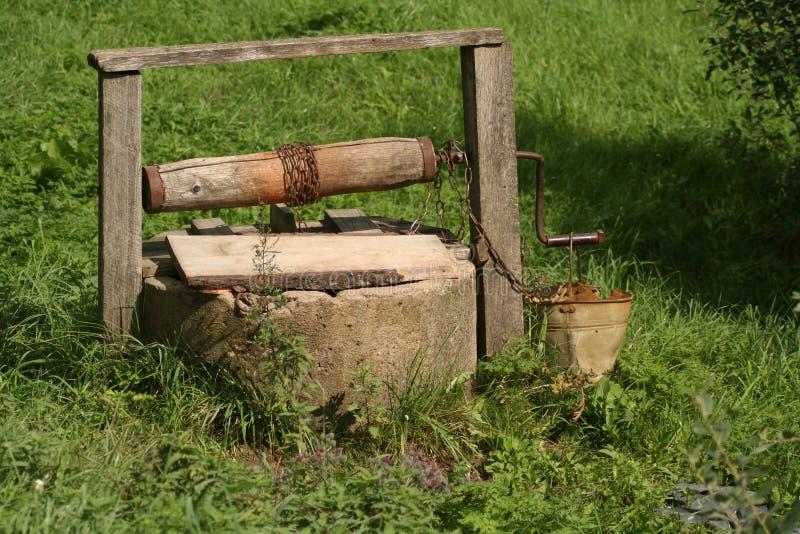 Un vieux puits images stock
