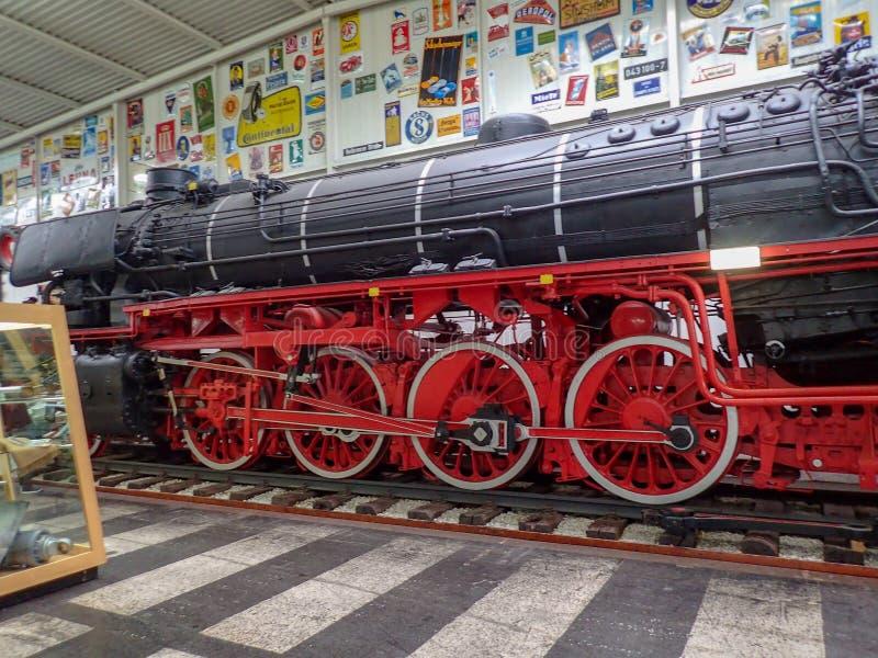 Un vieux train de vapeur dans un musée photo libre de droits