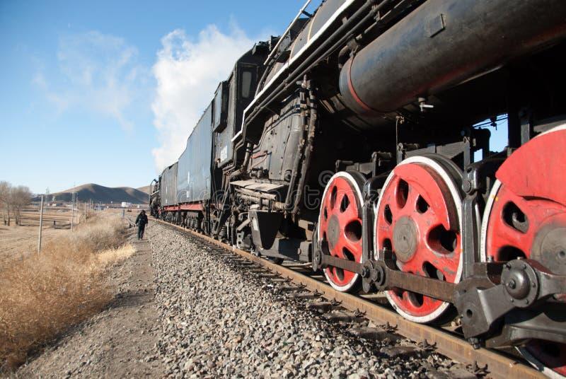 Un vieux train fonctionnant grand de vapeur photographie stock libre de droits